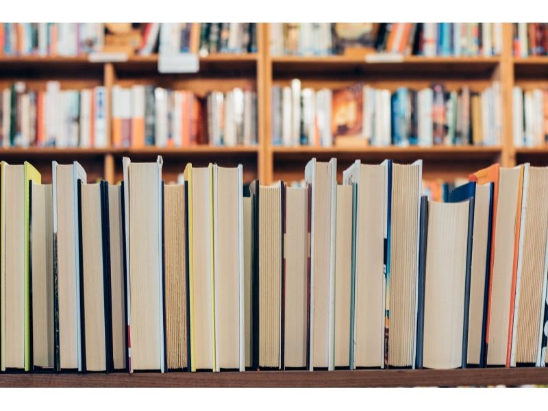 books-2568151-1280